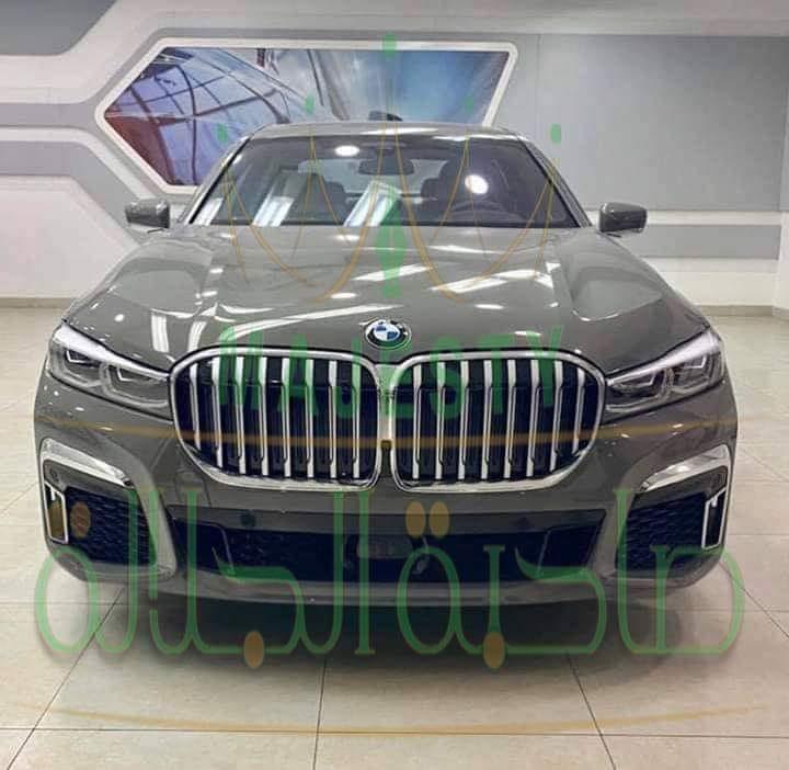 تاجر سوري يشتري سيارة بقيمة 500 مليون ليرة سورية ضمن المزاد العلني في حي المزة بدمشق