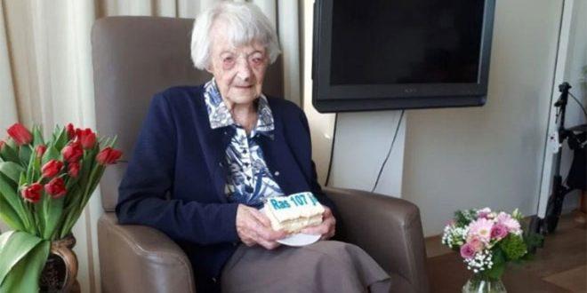 عجوز هولندية تبلغ 107 أعوام أكبر ناجية في العالم من فيروس كورونا