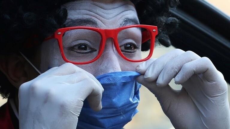 """طالب هندسة يستخدم فن """"البانتومايم"""" لتوعية الأطفال من فيروس كو ر ونا"""