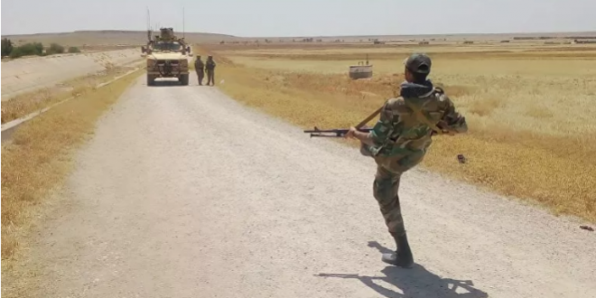 جندي من الجيش العربي السوري يتحدى دورية أميركية ويقول : اخرجوا من بلادنا فورا والشعب يحب سورية والرئيس الأسد
