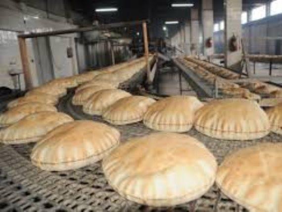 """في مبادرة فريدة.. مخبز يتفرد بآلية بيع خاصة لتفادي """"كورونا"""""""