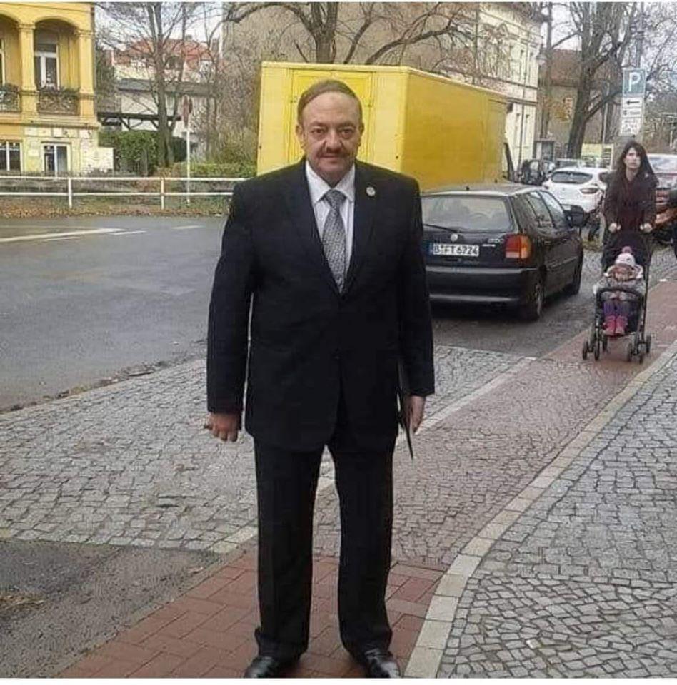 الدكتور وحيد عبد الصمد يوجه رسالة قوية الي جميع الدكاترة
