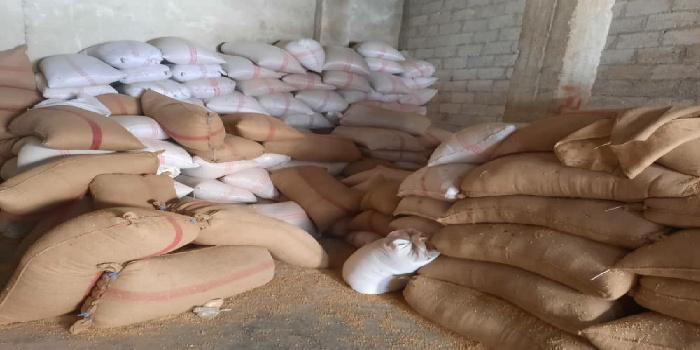 حماية المستهلك تلاحق تجار القمح وتضبط 23طناً قبل استخدامها