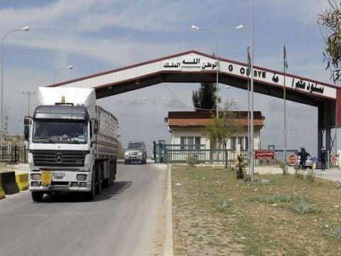 الأردن يسمح بعبور الشاحنات السورية العالقة بين منفذي نصيب وجابر بشروط