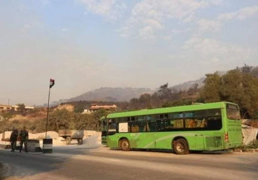 تسيير باصات لإجلاء الأهالي من أماكن الحرائق في ريف اللاذقية