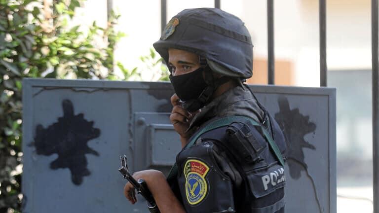وفاة رضيع مصري جوعاً على يد أبويه