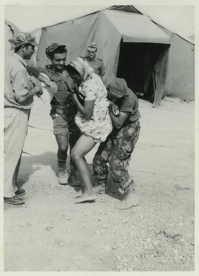 """""""بورنو"""" الاستعمار… عن 1200 صورة صادمة لأجساد عارية، امتلكها المستعمِر ورسم الفانتازم الجنسي على قياسها"""