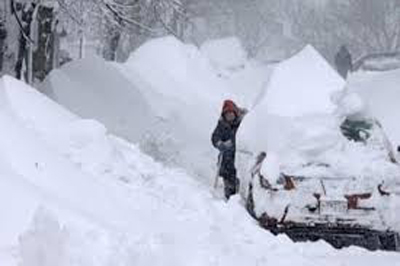 الثلوج الكثيفة تبتلع أب وابنته ….!