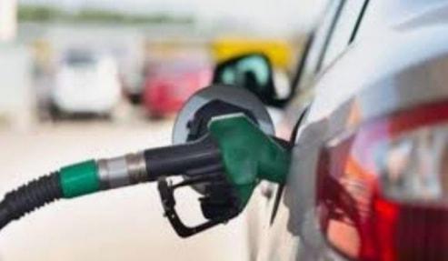 سائقون: رسالة تعبئة البنزين تصل 40 ليتراً حتى لو عبّأنا أقل