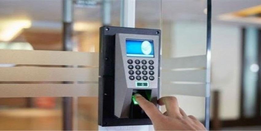 ابتكار أقفال أبواب ذكية تعمل ببصمات الأصابع