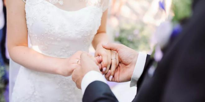 شابة تفاجئ خطيبها بشرط غريب لإتمام الزواج
