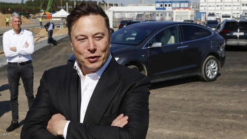"""صاحب شركة """"تسلا"""" للسيارات """"كائن فضائي"""""""