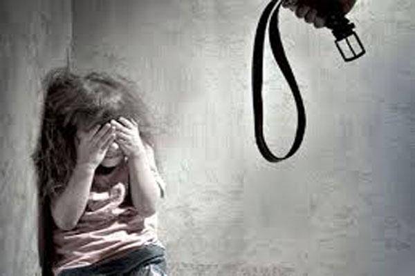 الضرب المتكرر لطفلة بسبب ساحرة... !!