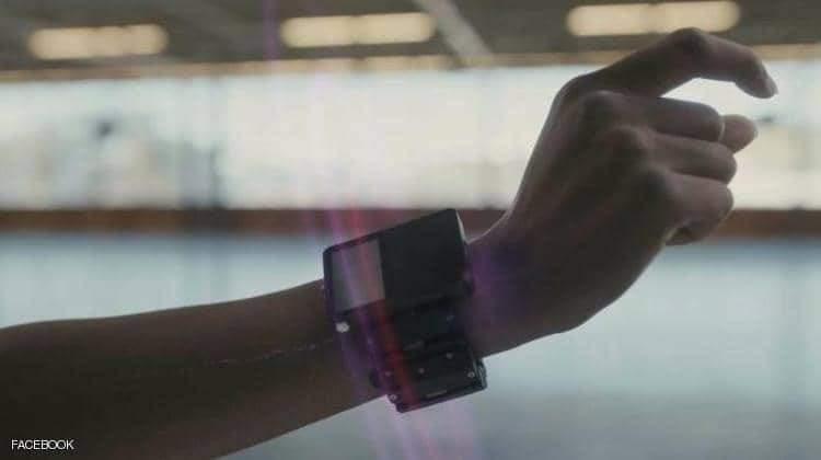 """""""سوار ذكي"""" من فيسبوك للتفاعل مع العالم الافتراضي بأصابع اليد"""