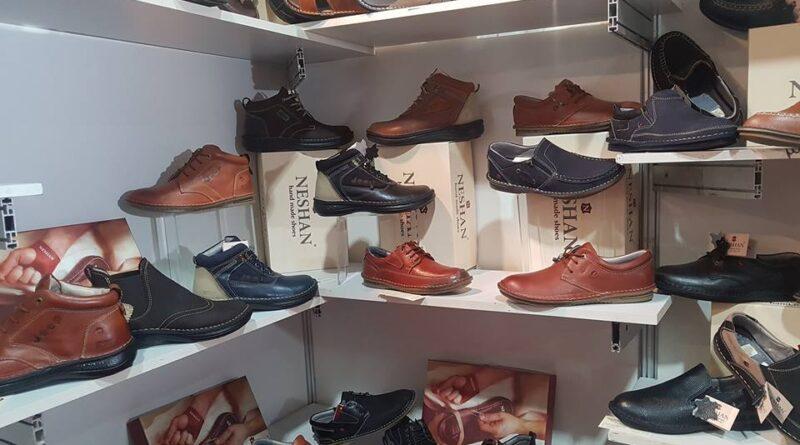 تحت مسمى مواد أولية ويجمع ليباع كحذاء أجنبي وبأسعار باهظة!