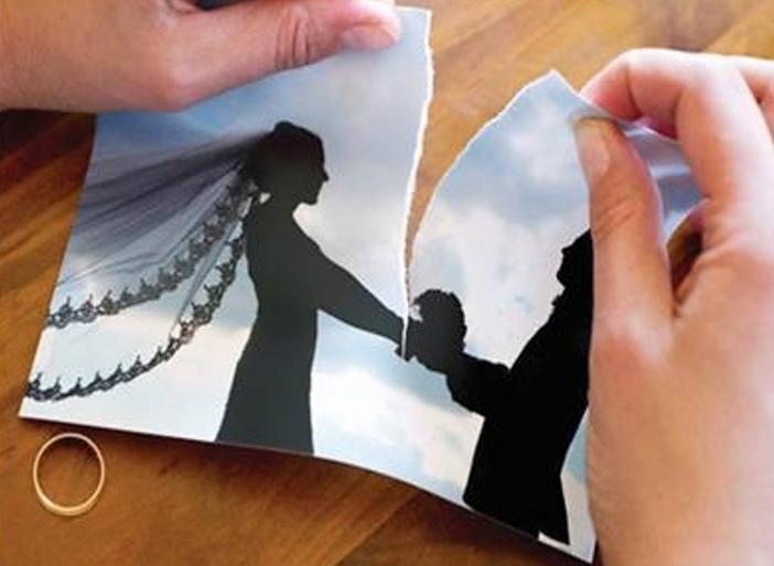 عروس تطلب الطلاق بعد أسبوع من الزفاف بسبب ما فعله المصور