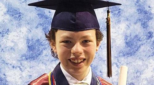 الطفل النابغة.. يتخرج من الجامعة بعمر 12 عاماً