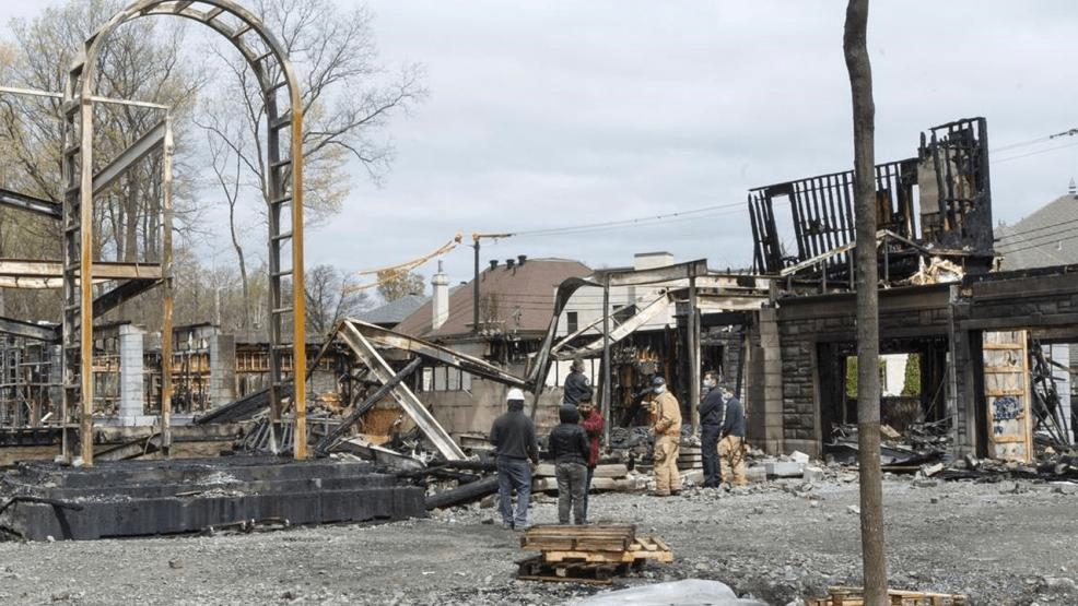 ينشط في مجال الإباحية..حريق يلتهم قصرا لرجل أعمال سوري الأصل في كندا