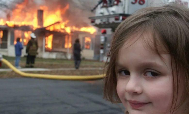 """""""الفتاة الكارثة"""" تحصد من صورتها الاستثنائية نصف مليون دولار"""