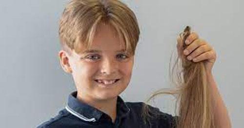 صبي يرفض قص شعره 8 سنوات... الهدف انساني