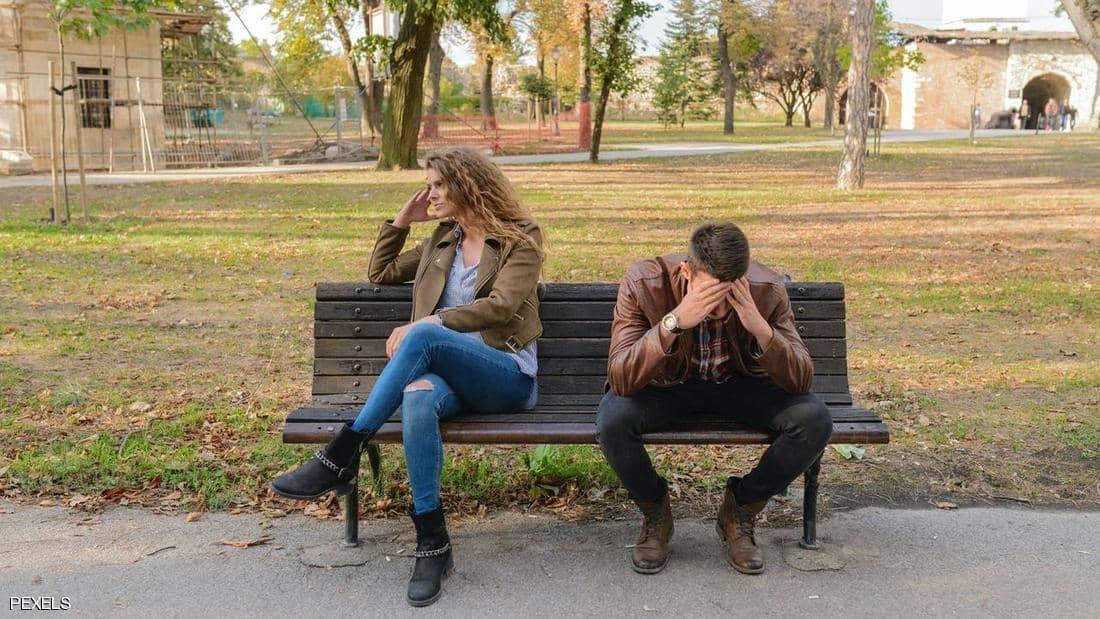 اكتشفت خيانة زوجها في صحيفة بالصدفة