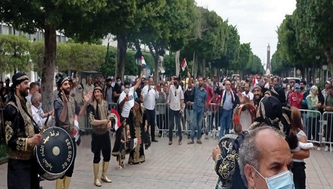 وقفة في تونس احتفالاً بفوز الرئيس الأسد والمطالبة بإعادة العلاقات مع سورية