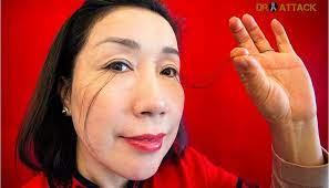 صينية تسجل أطول رموش في العالم وصل طول رموشها إلى 20 سم