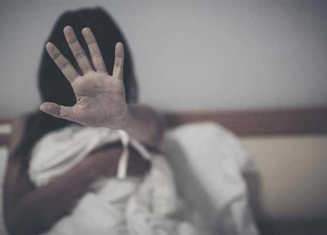 ممرض يتحرش بمريضة و هي بغرفة العناية المركزة