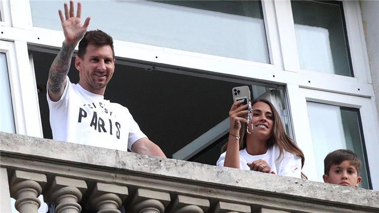 ميسي: بكيت أنا وزوجتي بعد قرار برشلونة بعدم استمراري.. ونيمار كان يعرف كواليس انتقالي لـ باريس