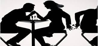 خيانة عائلية.. شاهد زوجته تخرج من منزل مشبوه والأب يبرر لابنته