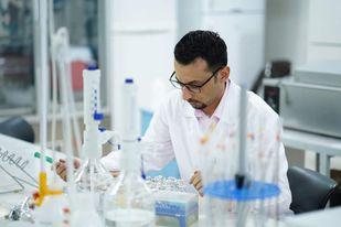 """الشعار"""" أول مبتكر للقنبلة السكرية لخداع خلايا السرطان"""