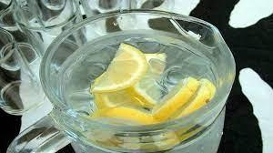 شرب الماء الدافئ مع الليمون يساعد على: