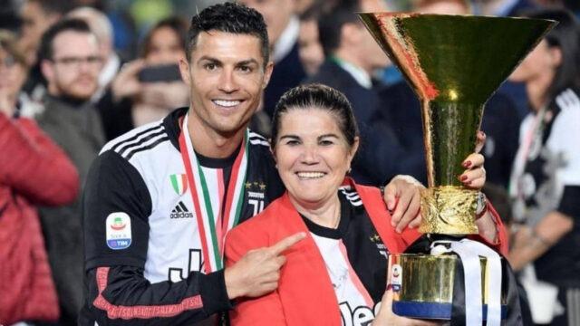 """كريستيانو رونالدو يمنع والدته من حضور مباراة له و""""ومع ذلك تدعمه بصورة""""!"""